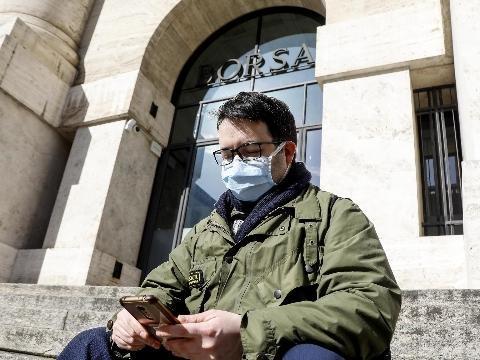 Borsa: Milano tiene (+0,4%), corre Pirelli, frena Banco Bpm