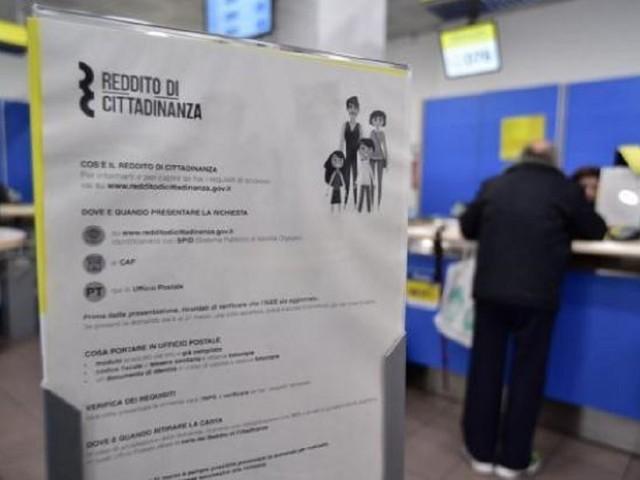 Venivano dalla Romania a Milano per incassare il reddito cittadinanza con documenti falsi: 50 denunciati