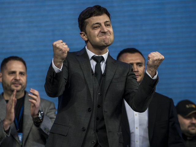 L'ex comico non scherza. Zelensky apre a Mosca e scioglie il Parlamento