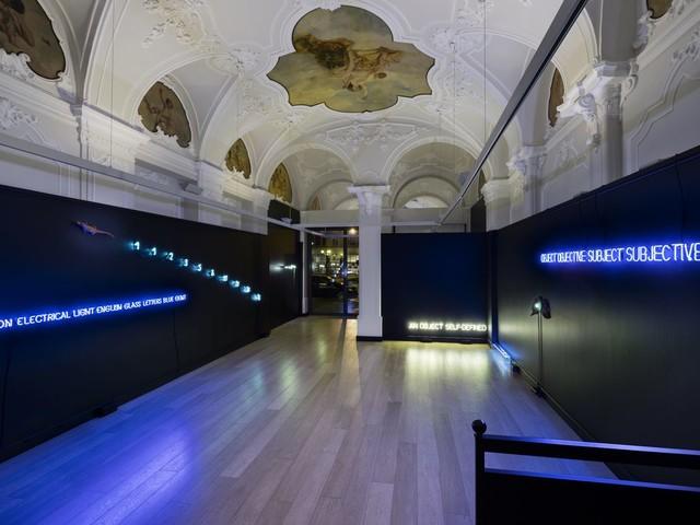 L'uso del neon nell'arte povera e concettuale. Una mostra a Torino