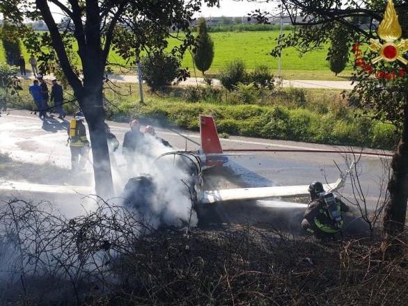 Bergamo, precipita ultraleggero vicino all'aeroclub di Orio al Serio, 1 morto e 3 feriti