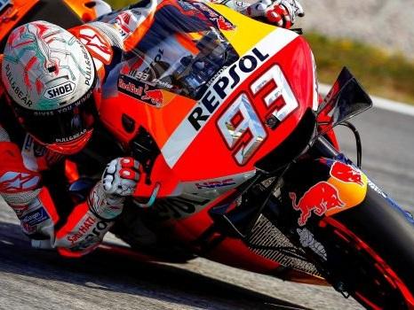MotoGp: in Catalogna vince Marquez, terzo Petrucci. Lorenzo cade e travolge Dovizioso e Rossi