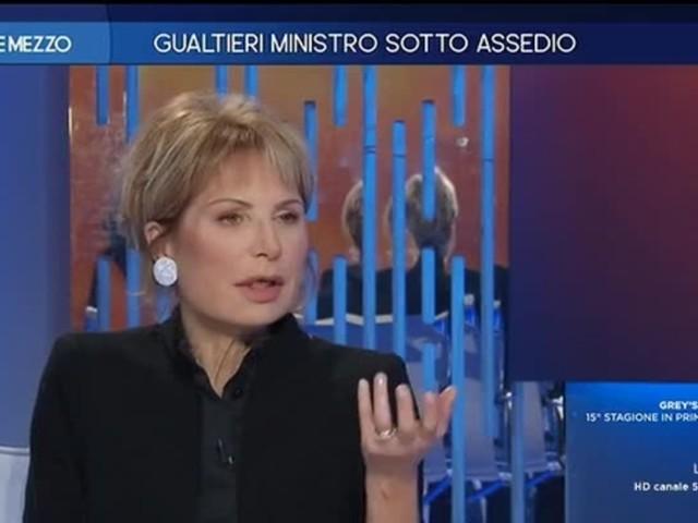 """Gruber a Gualtieri: """"Chi è più str..., carogna: Renzi o Di Maio?"""""""