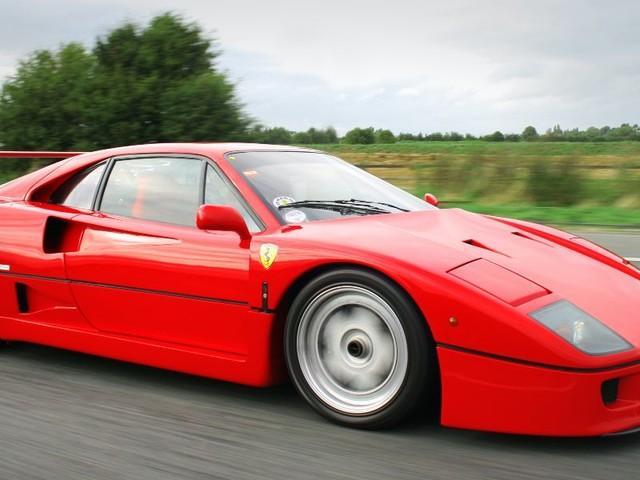 """Ferrari F40, in arrivo nuovo modello supercar?/ """"Sarà svelata presto"""", gli indizi..."""