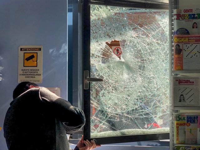 Nuovo raid vandalico in stazione Denunciato un uomo di 22 anni
