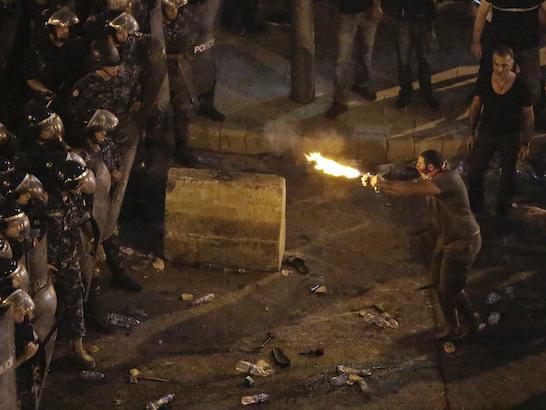 Le foto delle proteste in Libano