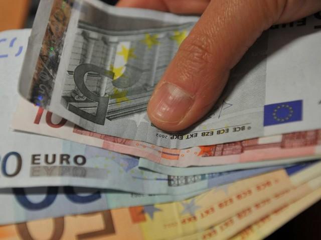 Da 7 a 15 euro in più al mese per badante o colf, aggiornato il CCNL