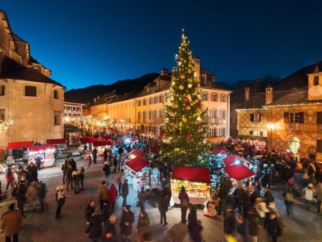 Italia: le città e i paesi dello shopping natalizio