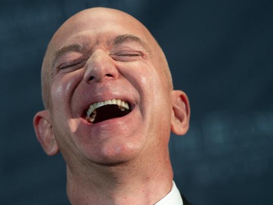 Come fa Amazon a fare 10,8 miliardi di dollari di profitti e pagare zero tasse