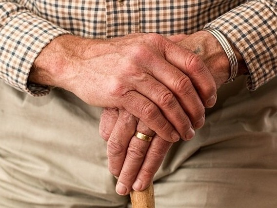 Pensione anticipata contributiva a 64 anni: si può continuare a lavorare?