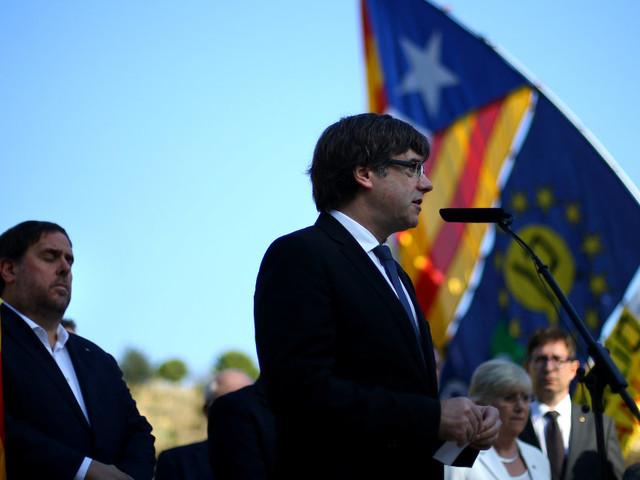Catalogna al bivio, scade l'ultimatum di Madrid. Puigdemont sotto pressione