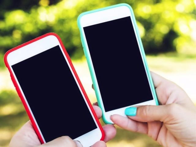 Come trasferire le foto da un telefono all'altro