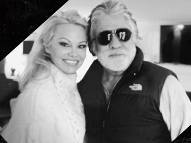 Pamela Anderson, prima foto col marito dopo il matrimonio segreto