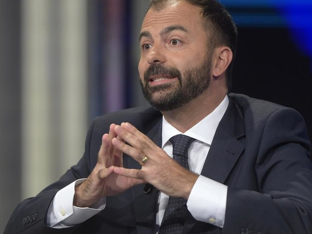 Scuola: aumenti da 100 euro al mese per i docenti, lo propone il Ministro Fioramonti
