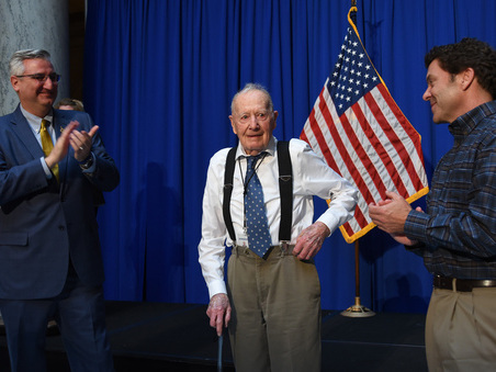 Altro che Checco Zalone, a 102 anni si ritira ?l'eroe del posto fisso?. «Ecco che cosa farò in pensione»