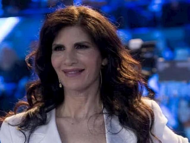 """Non è l'Arena, Pamela Prati contro Barbara D'Urso: """"Ha fatto i soldi sulla mia pelle"""""""