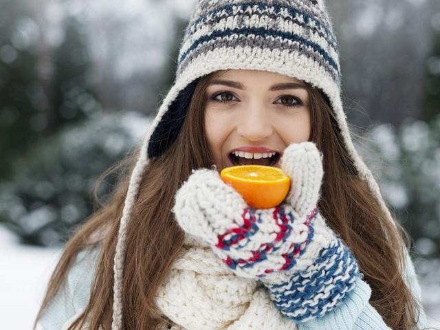 Tutti i cibi e le bevande che aiutano a combattere il freddo