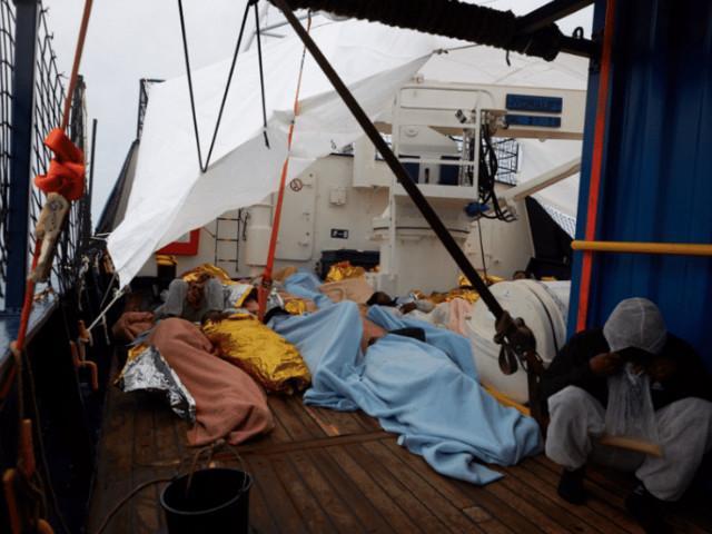La nave ong Alan Kurdi con 65 persone a bordo è diretta a Lampedusa