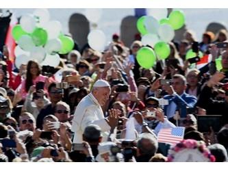 Papa a udienza: non avere paura di sognare, chi sogna migliora il mondo