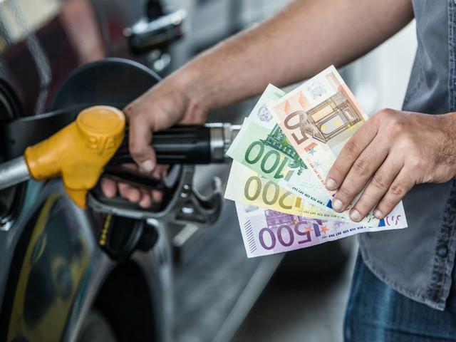 Prezzo benzina, in un anno aumento vertiginoso