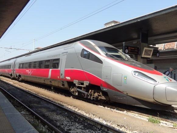 Guasto sul Milano-Pescara, notte in treno per 145