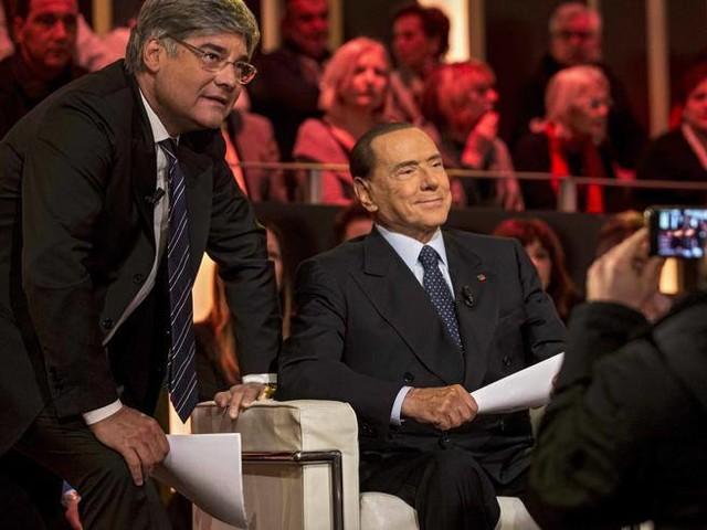 """Berlusconi: """"Con Confalonieri feci gara di pipì e vinse lui""""""""Salvini ministro dell'Interno"""""""
