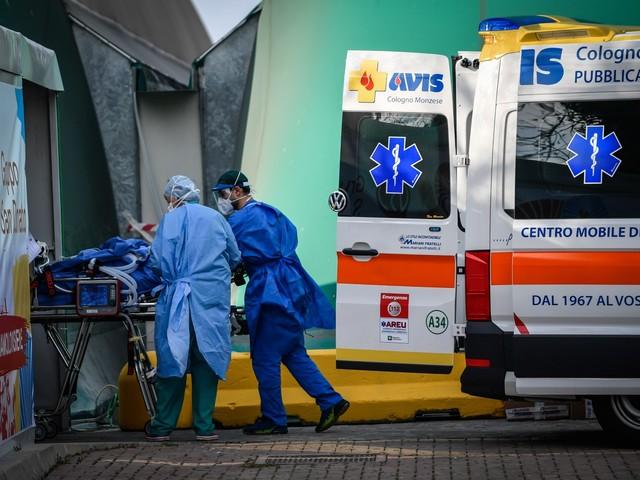 Coronavirus, meno pazienti nelle terapie intensive. 636 morti in un giorno