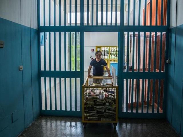 Nove detenuti si diplomano in inglese nel carcere di Torino
