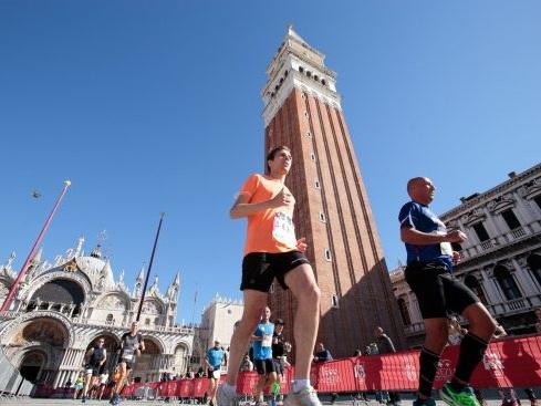 """""""35^ Confindustria Venezia Venicemarathon & 10K"""": domani la gara sarà trasmessa su Raisport a partire dalle ore 17.30"""