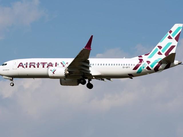 Fumo a bordo e atterraggio d'emergenza, paura in un volo Air Italy