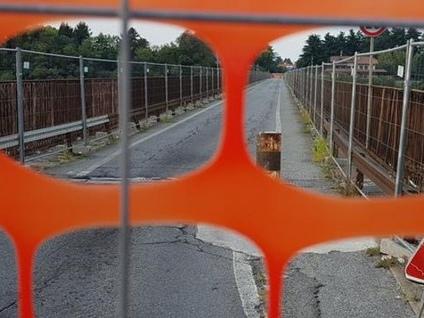 Ponte di Calusco, un mese fa la chiusura «Per 23 mila pendolari nessuna risposta»