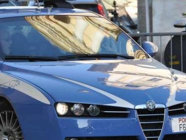 Torino, accoltellato dopo essere intervenuto in una lite tra fidanzati in un palazzo di via San Donato
