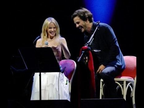 A sorpresa il duetto di Jack Savoretti con Kylie Minogue al Teatro La Fenice di Venezia (video)