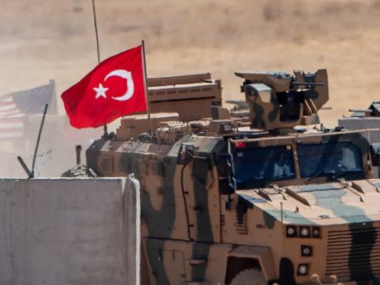 Erdogan avanza in Siria e ricatta l'Europa