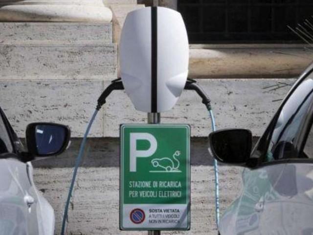 Stretta del governo sulle auto green: bonus scatta con meno emissioni