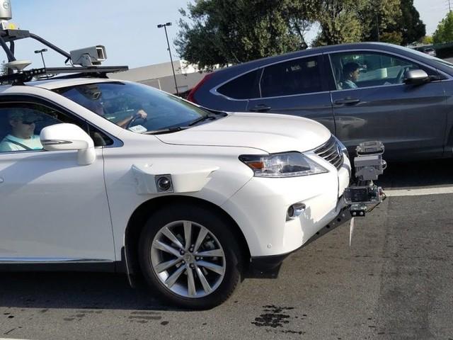 Fotografata un'autovettura di Apple con guida autonoma