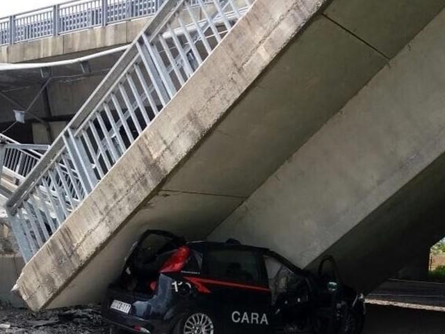 Crolla il cavalcavia a Fossano, schiacciata un'auto dei carabinieri