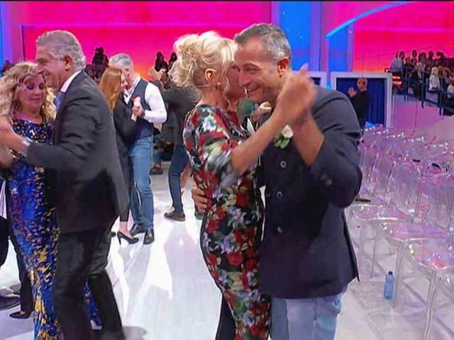 Uomini e Donne, trono over: Tina Cipollari balla con Juan Luis   Video Witty Tv