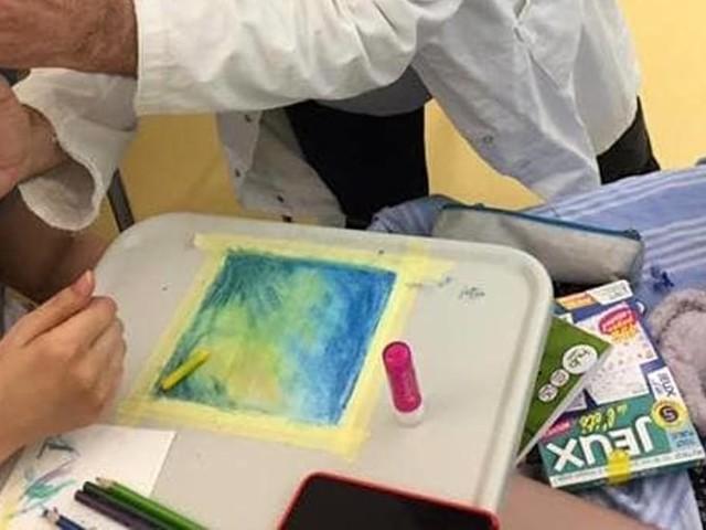Un tocco di colore sulle mascherine del reparto: per piccoli pazienti sono 'tele' su cui disegnare