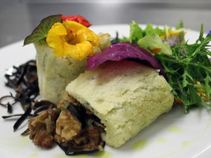 Verdure e insalate con sfogliatine al pepe d´acqua e fiori di calendula