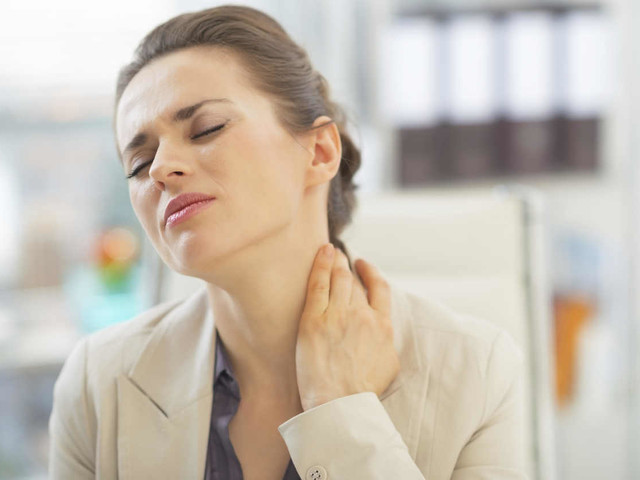 La fibromialgia: una malattia reumatologica molto dolorosa dalle cause ignote. Tutti i sintomi da non sottovalutare