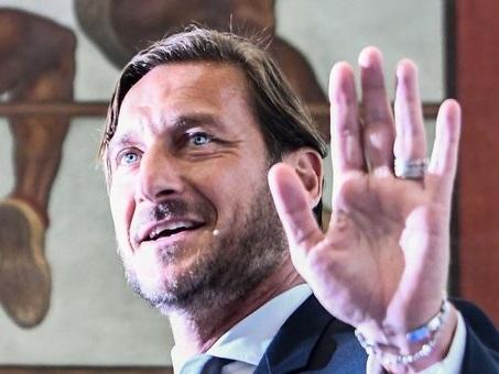 Francesco Totti pronto a rientrare nel calcio, a Londra l'incontro con l'agente Manasseh