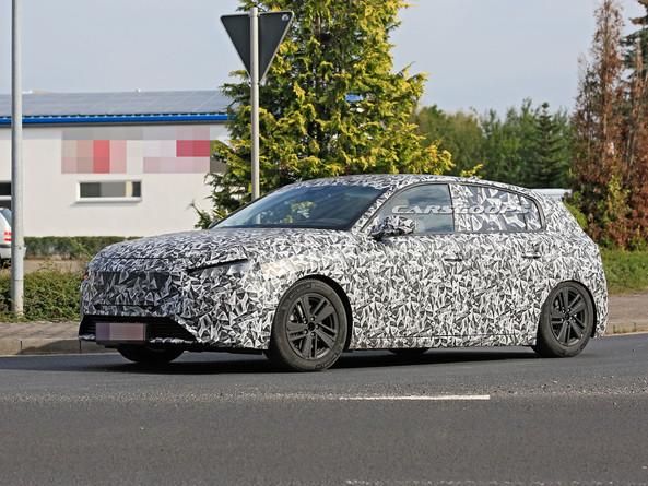 Peugeot 308, test su strada per la terza generazione