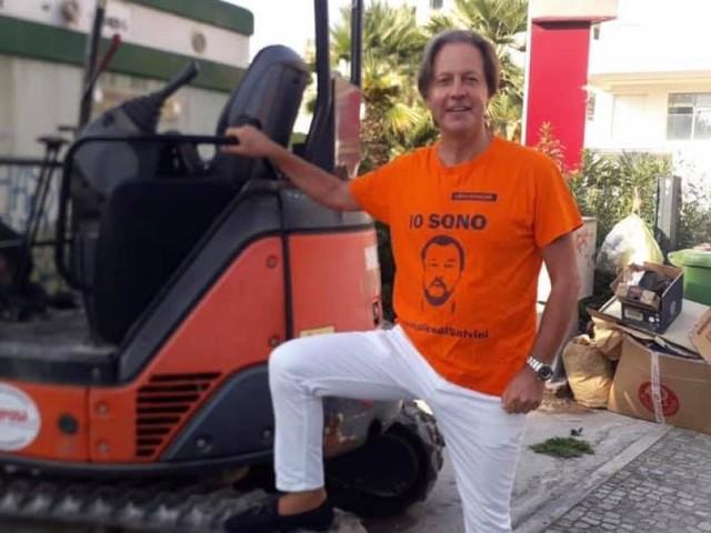 """Civitanova, Cognigni e la demolizione dei bagni pubblici: """"Siamo il partito della ruspa, non dei Rolex d'oro"""""""