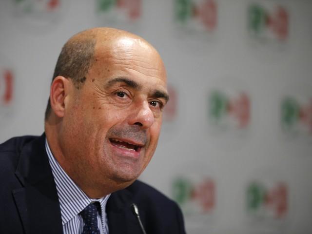 """Assemblea Pd, Zingaretti: """"Noi unica alternativa alla deriva di Salvini"""""""