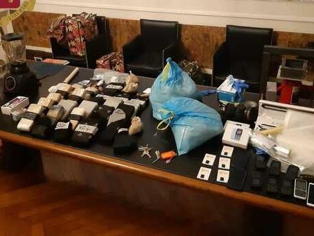 Raffineria di droga in casa con oltre 30 chili di eroina, 23enne albanese in manette