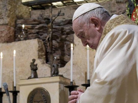 Papa Francesco ha ufficializzato che le donne possono leggere la Bibbia e svolgere servizio all'altare durante le messe