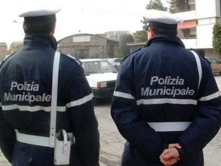 Firenze: 26enne tunisino in mutande sul Ponte a Santa Trinita. I vigili l'accompagnano in ospedale