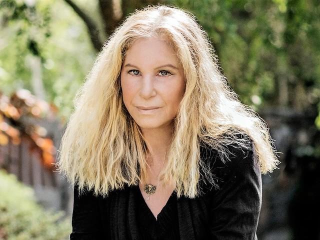 Barbra Streisand fa un passo indietro sul caso Michael Jackson: «I piccoli sono vittime»