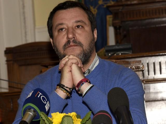 """""""Ritardi"""", """"Sciocchezze"""". È scontro Salvini-Conte sul Coronavirus"""